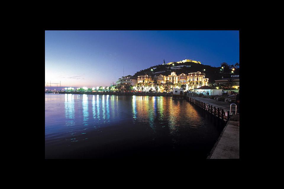 La capitale francese, la città più grande di San Martin, recupera la sua mancanza d'identità culturale con ristoranti e attrazioni turistiche di qualità.