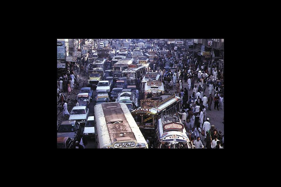 Les influences hindoues, puis musulmans sur les bâtiments de Karachi peuvent convaincre les plus réticents de braver l'encombrement d'une gigantesque fourmillière.