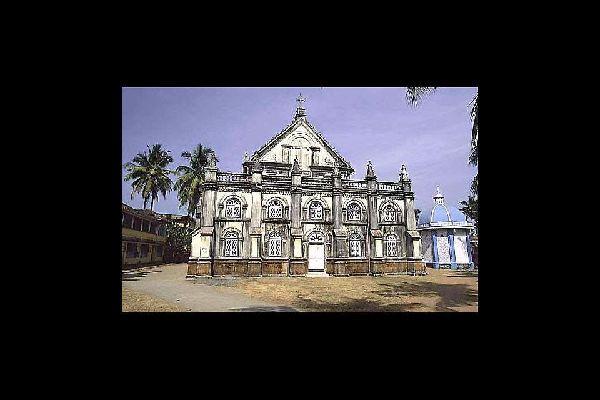 Esta basílica de estilo barroco data de 1887. Fue destruida en 1785 por los ingleses.