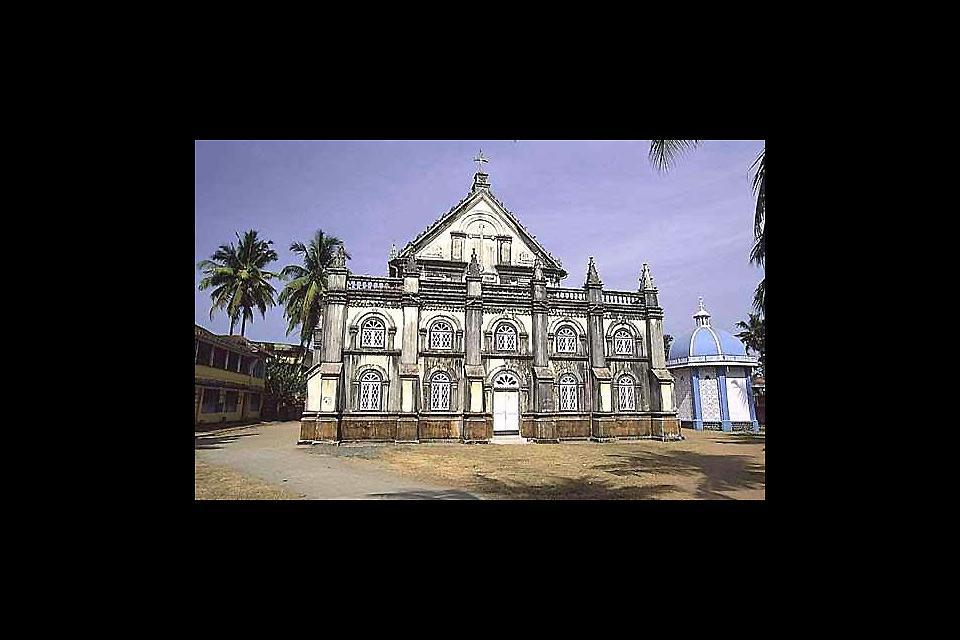 This baroque-style basilica dates back to 1887. It was destroyed by the English in 1785.