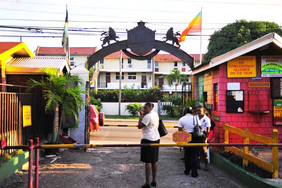 Cette maison appartenant à Bob Marley, est aujourd'hui un musée et un studio d'enregistrement.
