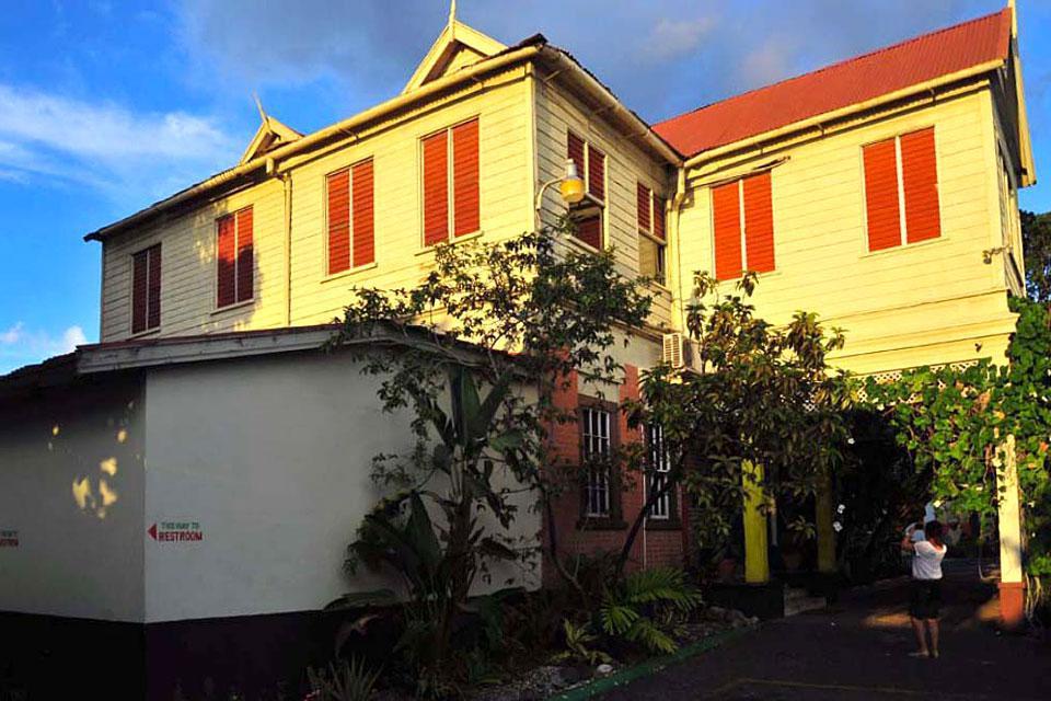 Questa casa ospita un museo che ripercorre la carriera del famoso cantante, numerosi amanti del reggae vengono qui per rendere omaggio al loro idolo.