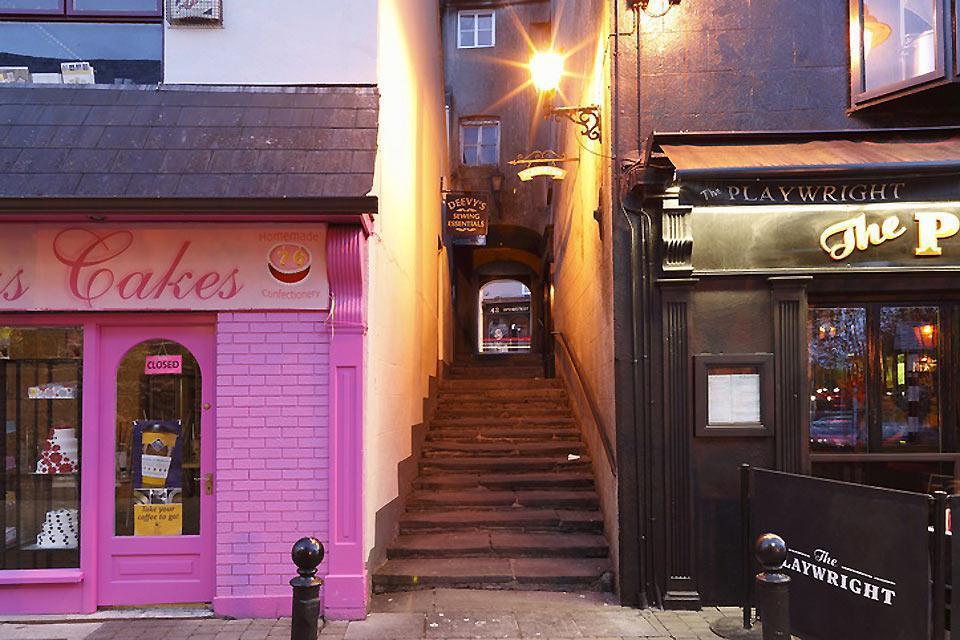 Tra una coloratissima bottega del pane ed uno dei numerosissimi pub... Ovunque si può trovare uno squarcio pittoresco