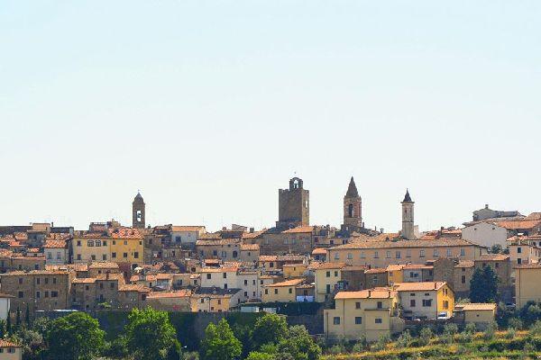 Aux portes de l'Ombrie, Arezzo domine les prospères vallées du Valdichiana et le Valdarno.