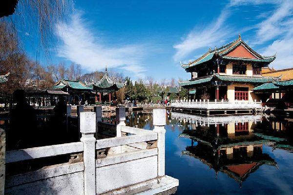 El templo Yuantong es el más importante de Kunming. Se construyó en parte entre los siglos VIII y IX bajo el mandato de la dinastía Tang.