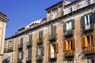 Cosenza es la capital de la provincia. Se conoce como la «ciudad de los Bruzi», y es uno de los enclaves más antiguos de Calabria.