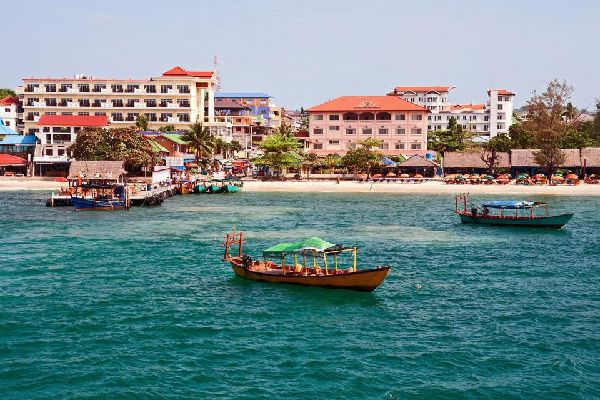 Sihanoukville, the only port in the country, located in the south, gives a curious impression of dispersion, with its settlement very broken up over a large area, amongst pleasant scenery of wooded hills. The town's atmosphere, however, is lively and pleasant along the few large avenues with hotels, restaurants and markets, giving an appearance of simplicity and Mediterranean carefreeness. Considerable ...