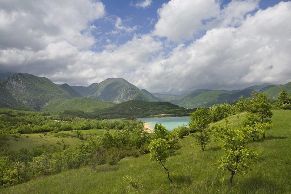 El lago de Castel San Vincenzo es un lago artificial de la provincia de Isernia