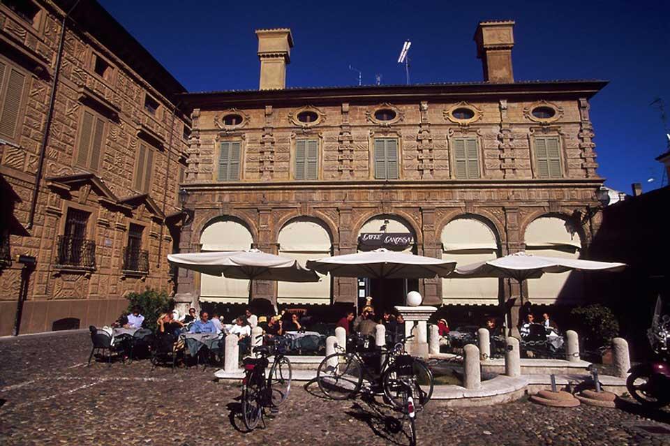 Im Juli 2008 wurden Mantua und Sabbioneta zum UNESCO-Weltkulturerbe erklärt. Die beiden Städte haben ein bedeutendes Kulturerbe gemeinsam, das von der Herrscherfamilie Gonzaga begründet wurde.