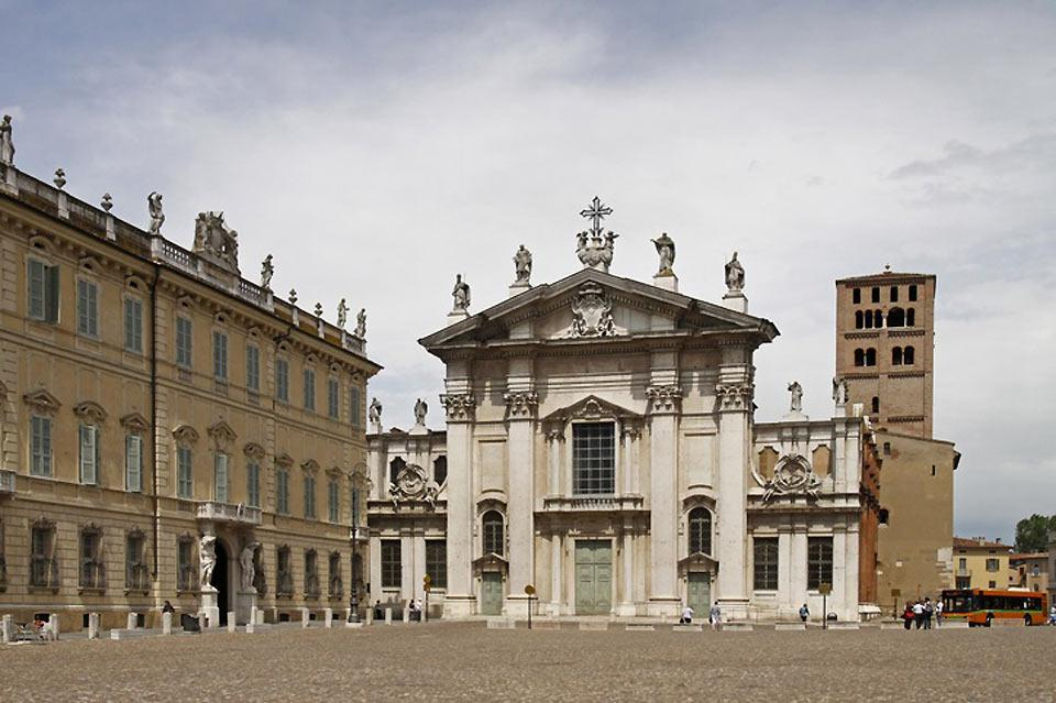 The façade of Saint Peter's Basilica facing the Piazza Sordello is very significant and was formerly Mantua's political, societal, and religious centre