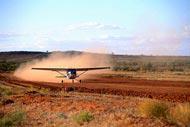También se puede llegar a Alice Springs mediante los vuelos diarios que salen de diferentes ciudades, como Cairns o Sydney.