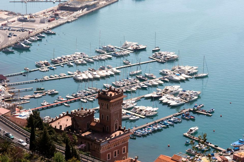 The port of Salerno is one of the most functional of the Tyrrhenian Sea, confirmed by its numerous awards.
