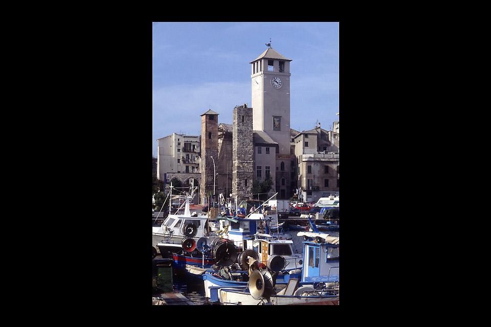 La Torre del Brandale se denomina también Campanassa por el nombre de la antigua campana que la coronaba.