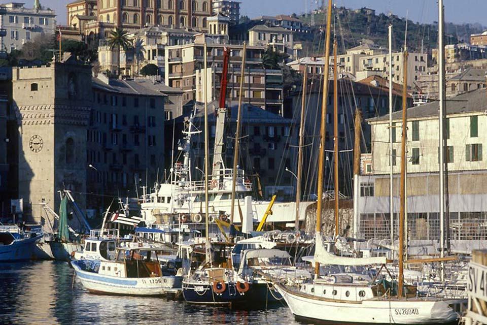 El puerto de Savona ha permanecido en activo desde la Edad Media y siempre ha sido un importante factor para la economía de la localidad y del interior de la región.