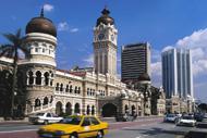La capitale malaise a été construite au beau milieu de la jungle.