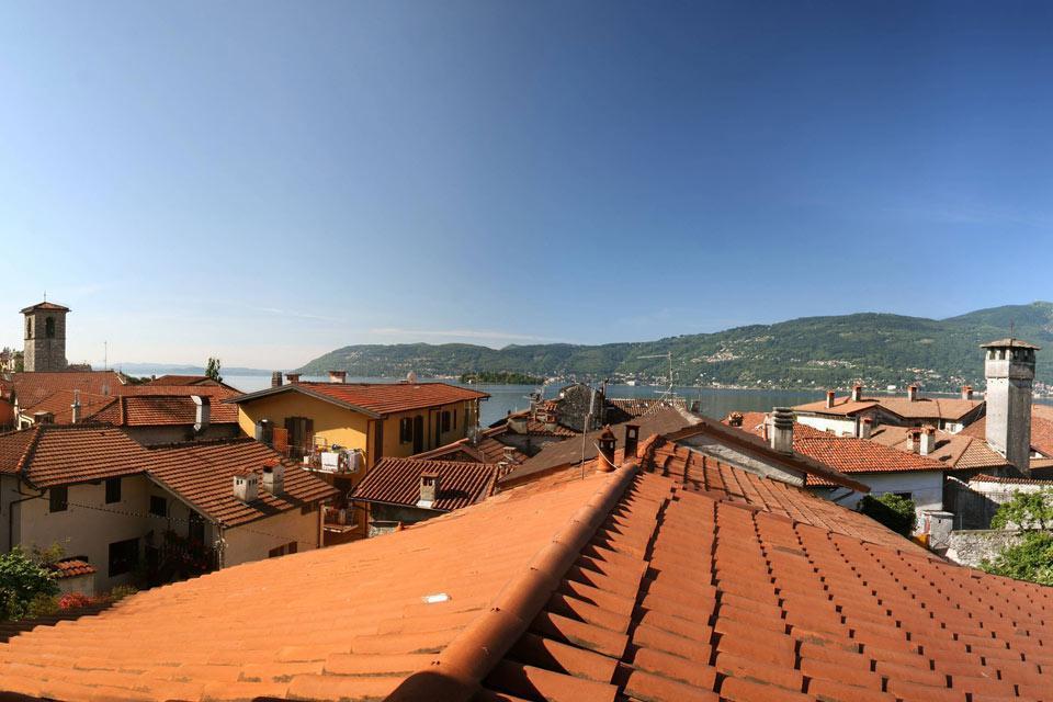 Verbano, o Verbania, è un comune sulla sponda piemontese del Lago Maggiore.