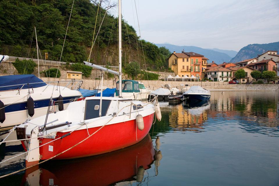 Feriolo Baveno è un suggestivo villaggio lungo le sponde del lago Maggiore.