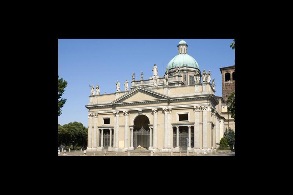 La cattedrale di Vercelli si trova in piazza Sant'Eusebio, santo patrono della città.