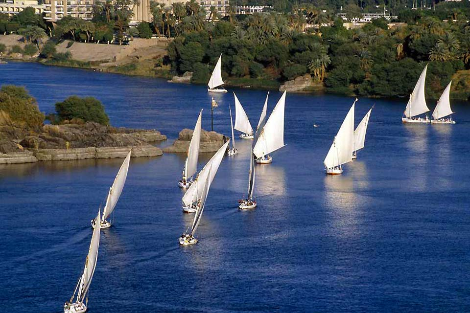 Located 547 miles away from Cairo and 140 miles away from Luxor, in a southerly direction, Aswan was built at the height of the first cataract of the Nile. Because of its considerable strategic importance, it once controlled the passage of vessels, opening the way to Nubia and Somalia. Today it is a tourist centre which has kept its charm. The Nubians are smiling and gentle people. The landscape resembles ...