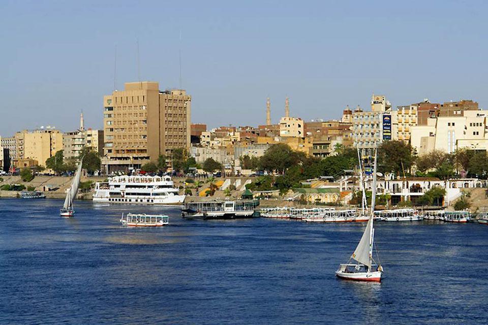 Porte de la Nubie disparue sous les eaux du lac Nasser, Assouan est le terminus sud des croisières sur le Nil.