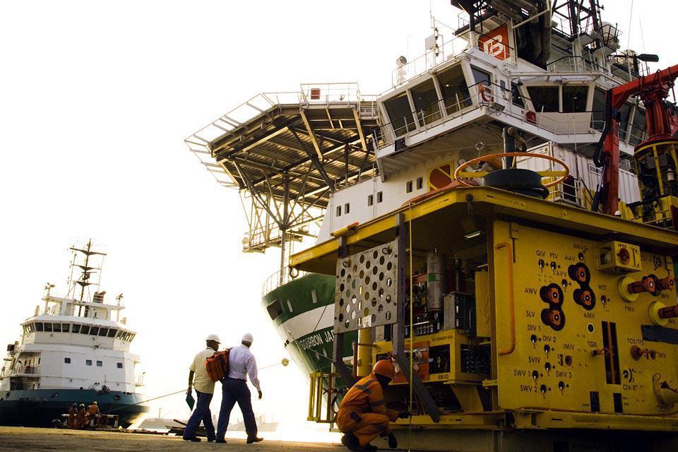 El puerto natural de la ciudad de Luanda es muy famoso. La ciudad exporta, entre otras, materias como azúcar, hierro y algodón.