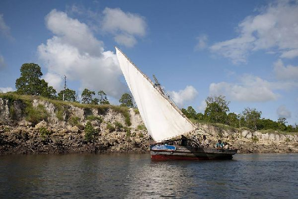Once used as a means of transport, the traditional Kenyan ships now offer splendid excursions out to sea.