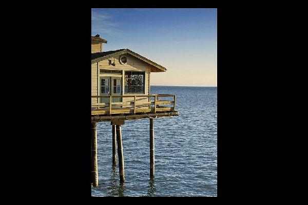 La playa de Santa Mónica es famosa por su gran noria panorámica.