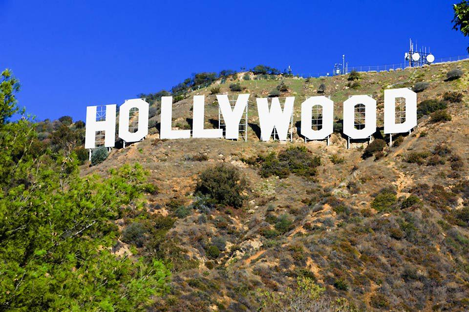 Am Fuße des Hügels von Hollywood befinden sich die berühmten Filmstudios sowie die prächtigen Wohnsitze der Stars.