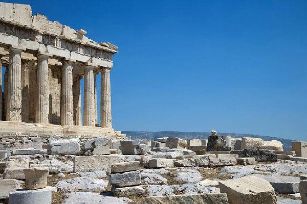 Atene, la capitale della Grecia, sorge nella pianura dell'Attica