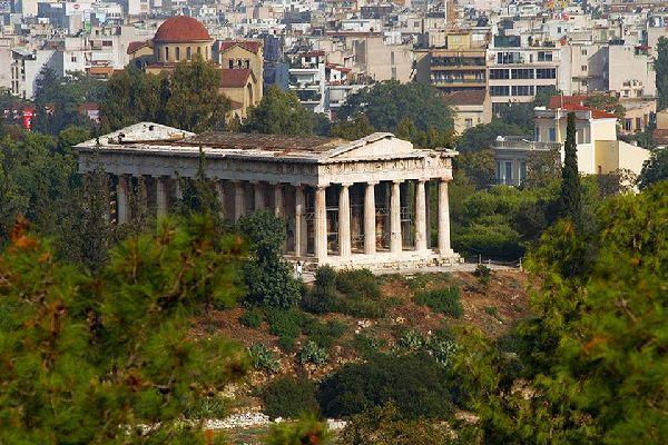 Il sito dell'Acropoli è il più visitato della Capitale, e contiene numerosissime testimonianze artistiche della Grecia Classica