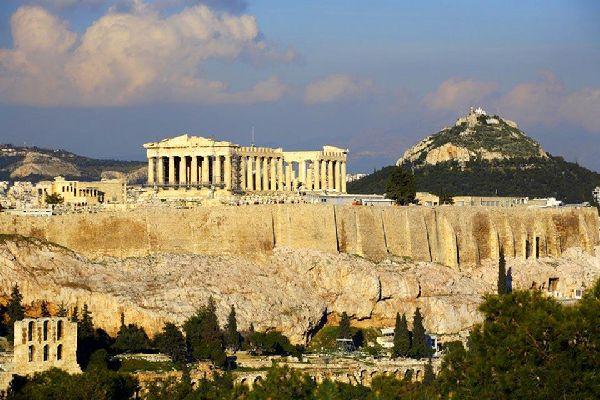Il monte Licabetto si innalza dietro l'Acropoli: si tratta di una meta molto comune non solo per i turisti, ma anche per gli ateniesi, che vi si recano spesso durante il week end