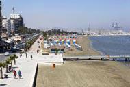 L'avenue Athinon est à la fois le centre et la promenade de Larnaka, très fréquentée par les touristes et par la population locale.
