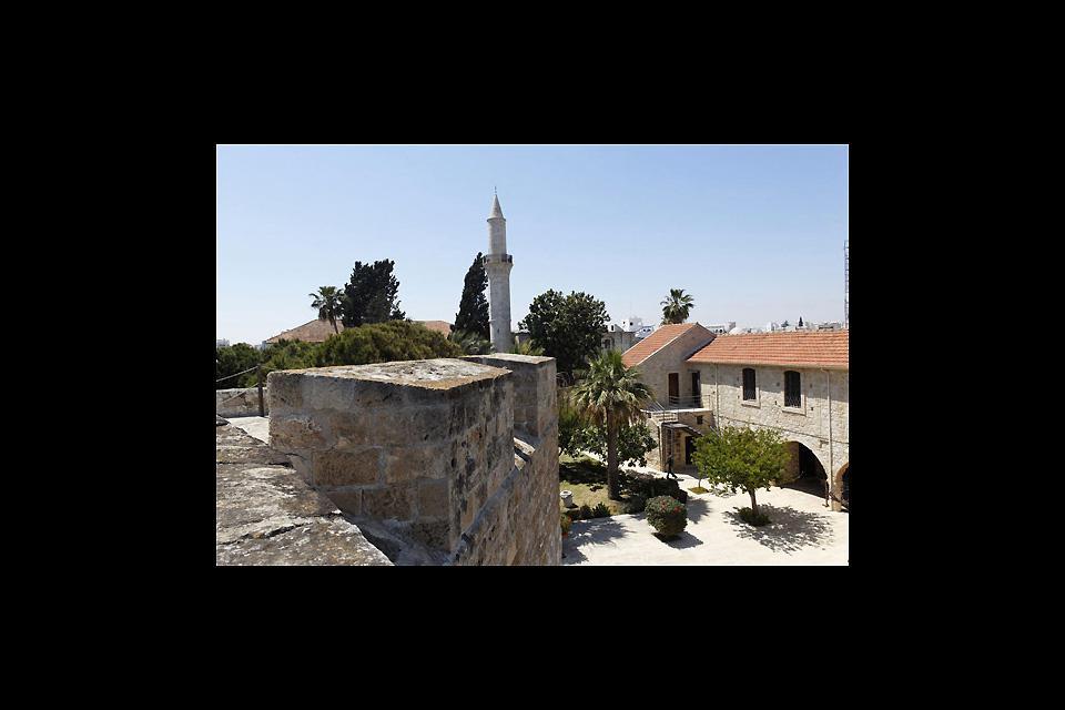 Nella parte sud della passeggiata, il forte e il museo medievale offrono una fantastica vista sul quartiere turco e sulla moschea di Büyük Cami.