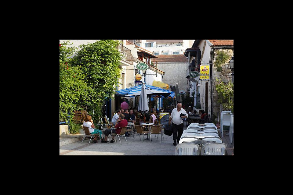 If the waterfront of Larnaca is trendy, just behind it, the narrow streets of the Turkish quarter have no shortage of charm either.