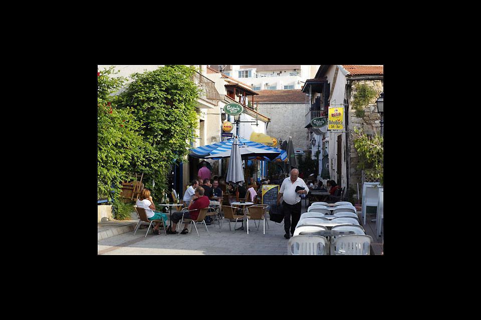 Dietro al celebre lungomare di Larnaca, le stradine del quartiere turco sono ugulamente affascinanti.