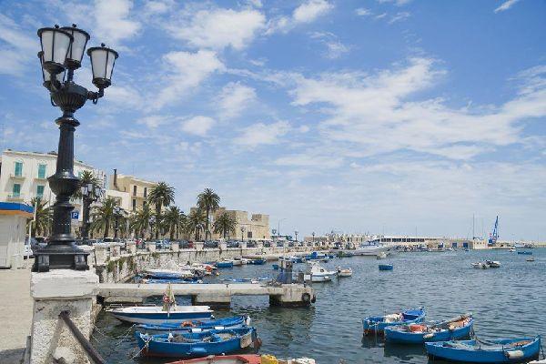 Centre de la vie citadine, le port de Bari a, pendant des siècles, favorisé la prospérité de la ville.
