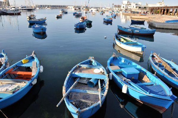 Le bassin du port de Bari, mesurant 285hectares environ, est équipé pour différentes activités, tant touristiques que commerciales