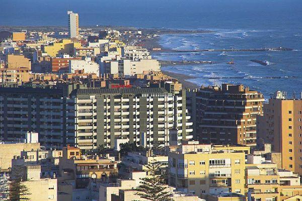 Almería è una delle città più soleggiate della Spagna. Il suo centro possiede numerosi monumenti imperdibili.