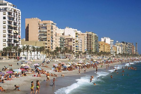 Ad Almería potrete praticare numerose attività e sport nautici come l'immersione sottomarina, il windsurf o il kitesurf.