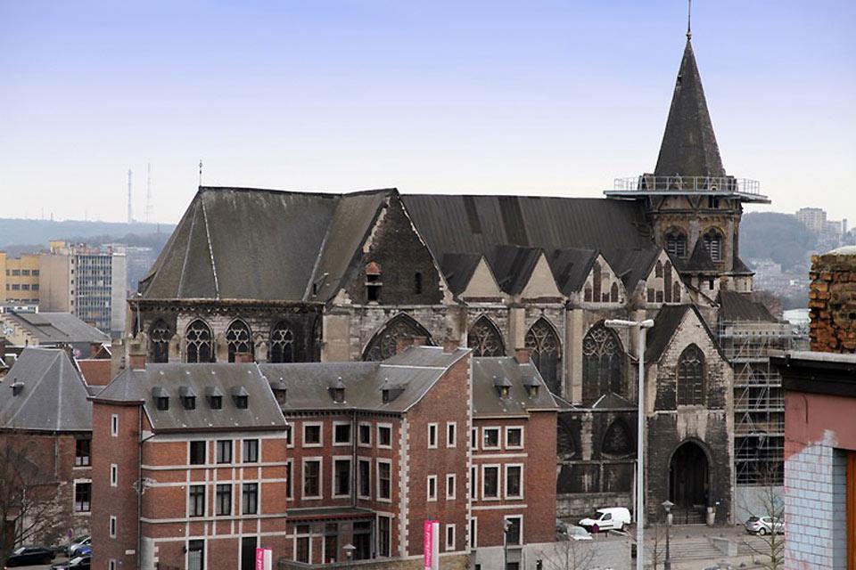 Numerosi edifici relogiosi della città testimoniano la fede religiosa importante degli abitanti di Liegi.