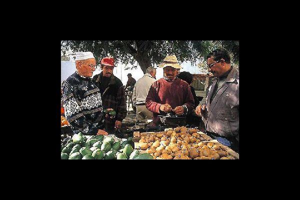 Quoi de plus agréable que d'aller au souk acheter les produits frais et cultivés dans la région.