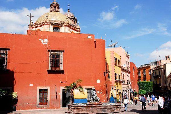Guanajuato venne fondata nel 1554 e si trova su una delle più ricche miniere d'argento del Messico ed è nota per l'architettura dell'era coloniale spagnola.