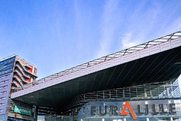 Ce grand centre commercial est ouvert du lundi au samedi de 10h à 20h
