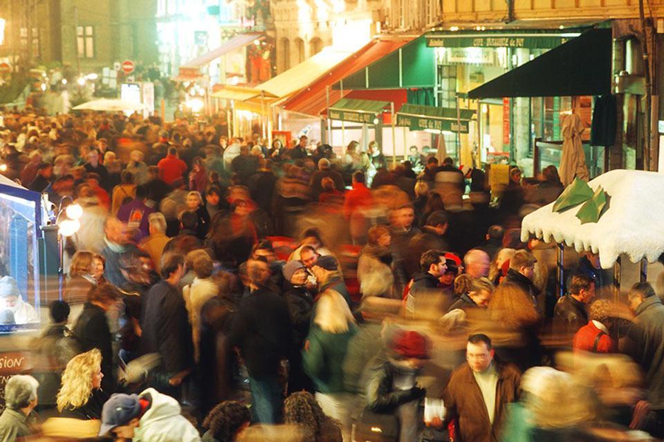 De jour comme de nuit les rues de la capitale du Nord sont chaleureuses et animées