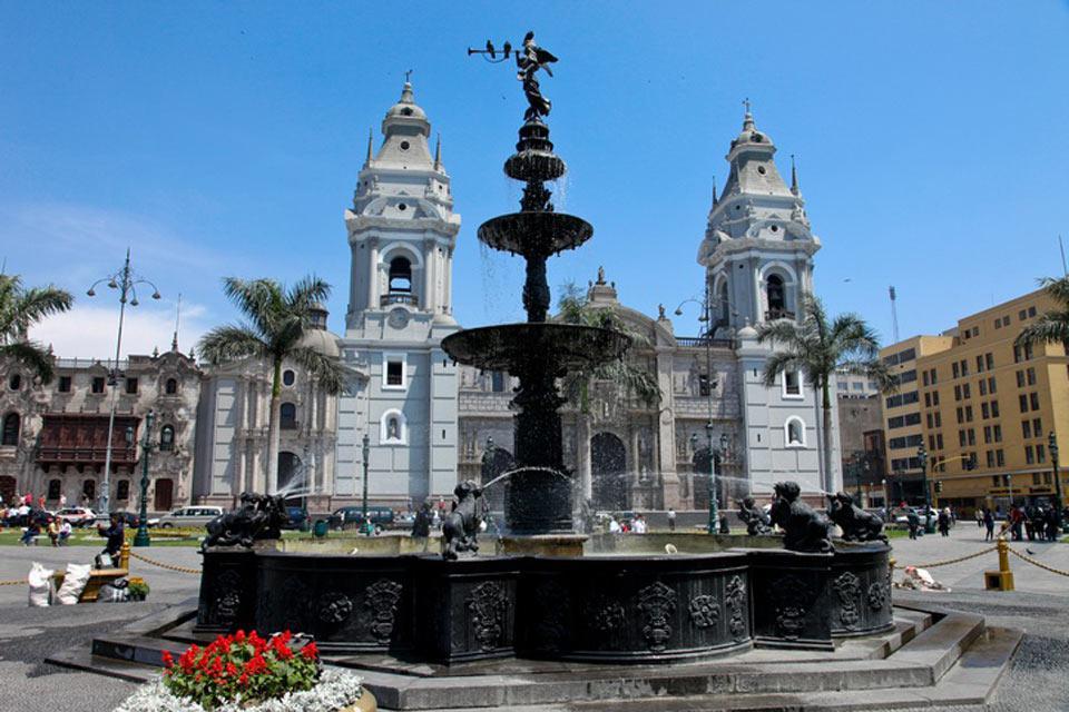 Inaugurata nel 1540 da Pizarro, la chiesa è stata rimaneggiata in epoche successive e si presenta come un mescuglio di stili.