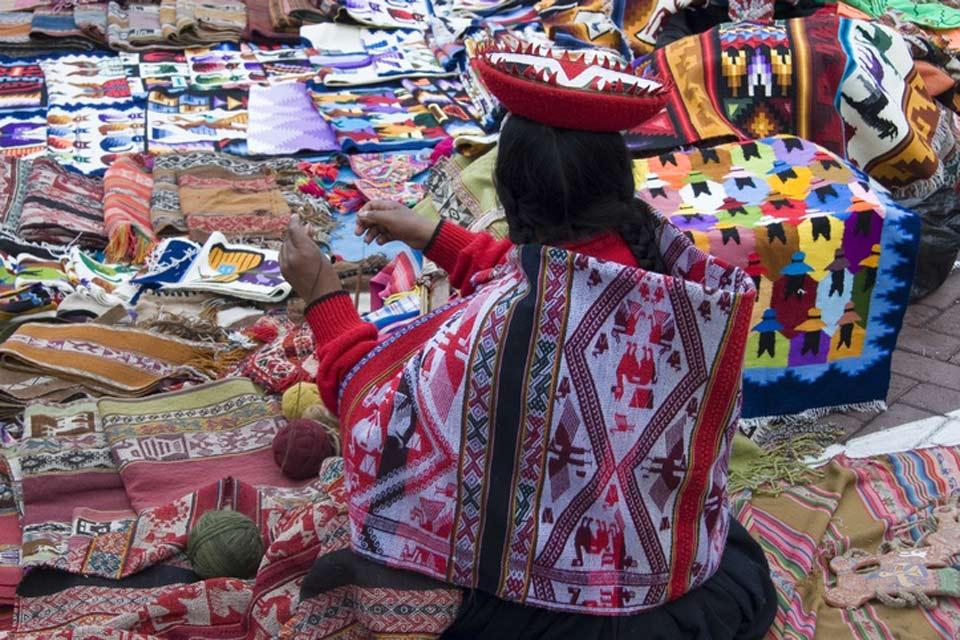 El pueblo quechua, heredero de los Incas,  tiene sus propias tradiciones culturales y linguisticas