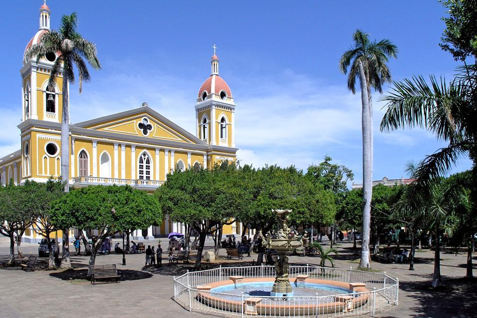 As is the case in many cities in South America, Granada has a large central square where all of the city's most important buildings are located.