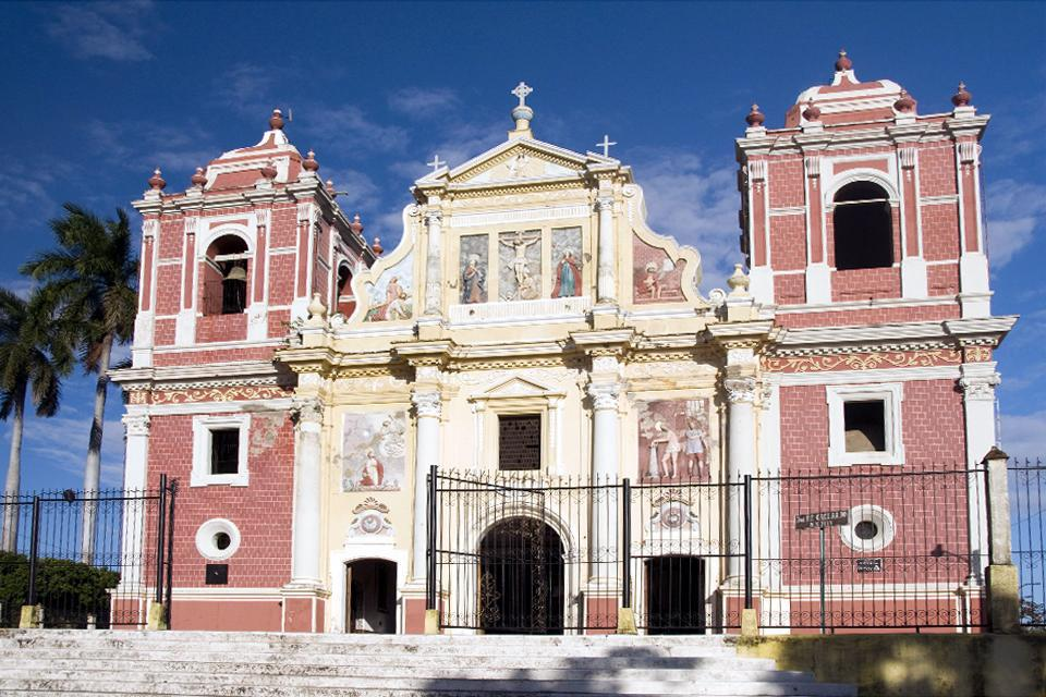 Built in 1810, this church is especially known for its sculptures and its façade, which are mainly in the Spanish colonial style but with a French touch.