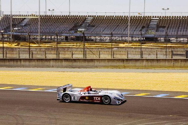 """Le Mans est bien connue pour son circuit automobile sur lequel se déroule chaque année la célèbre course des """"24 heures""""."""