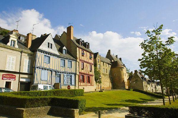 Avec près de 150 000 habitants, Le Mans est la préfecture du département de la Sarthe.